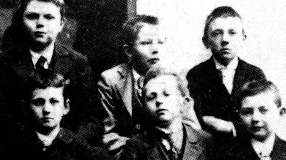 Ludgwid Wittegenstein (bottom left) and Hitler (top right) at the Realschule in Linz, Austria.
