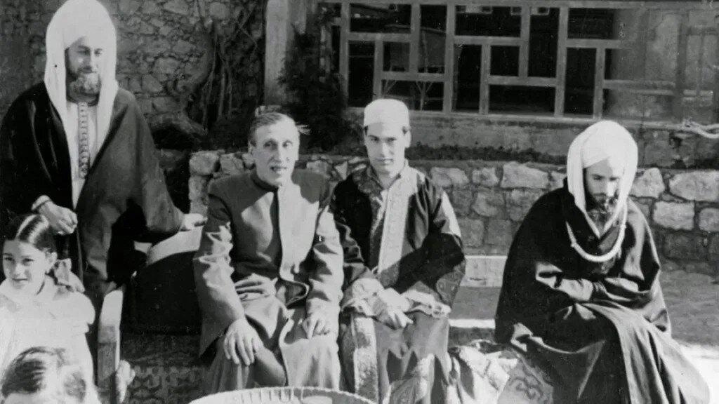 Réne Guénon (second from left)