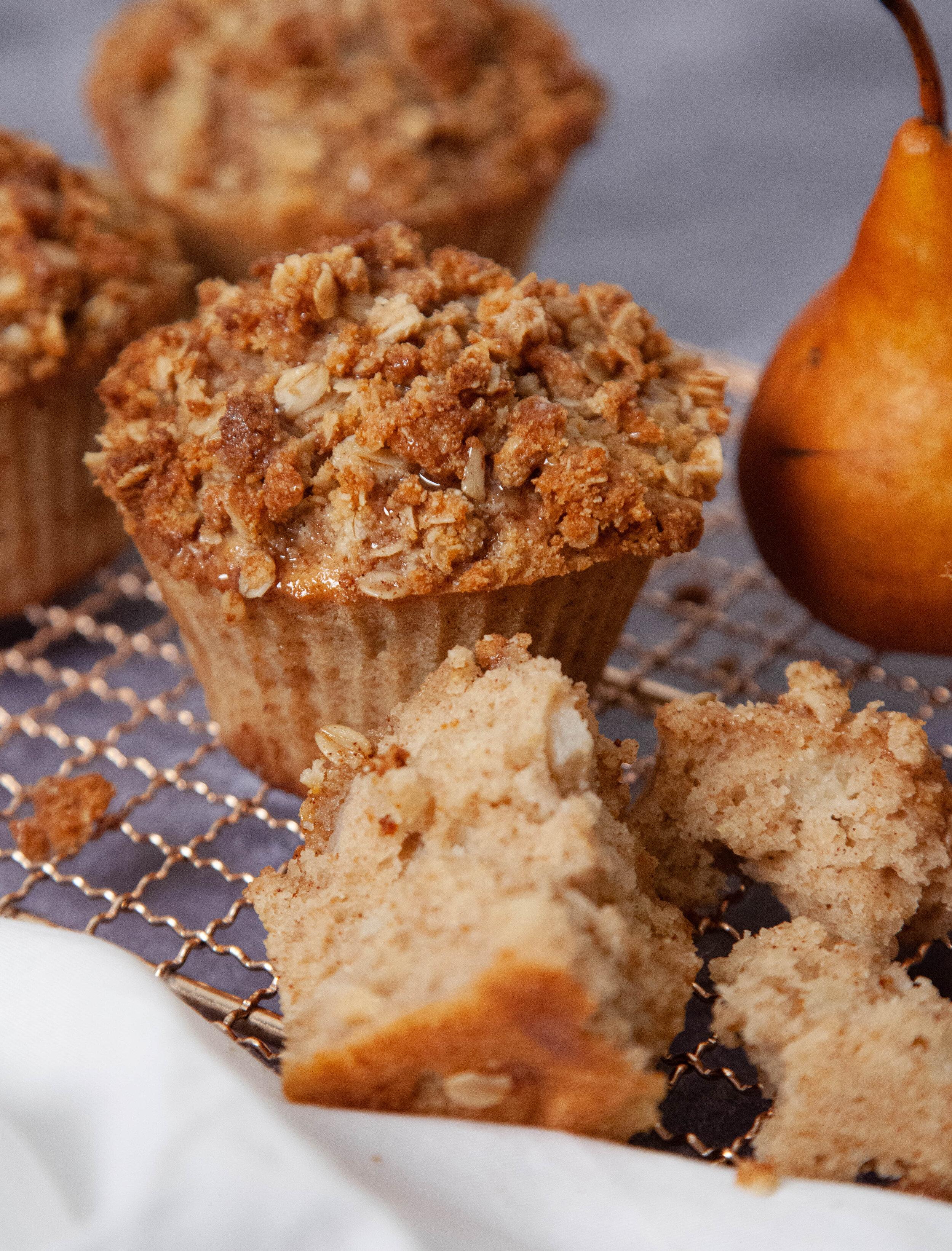 Pear and cardamom muffin