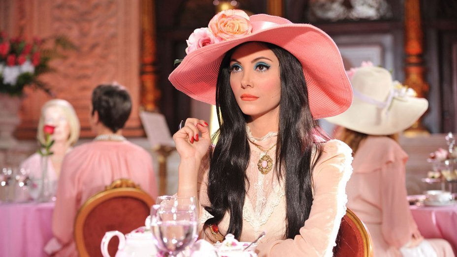 The Love Witch is the genre stretching retro fantasy horror film that also happens to be beautiful. We absolutely love the retro styling, a la Diana Rigg, with tributes to 1960s technicolour thrillers. Expect a lot of pink stylng, blue eyeshadow, and some suspicious witchy action. There's deliberate over-styled cheesy editing to the film which adds to it's charm and reminds us of old Bond films from the 60s, even if you're not too keen on the story, watch it for the imagery and underlying feminist message.