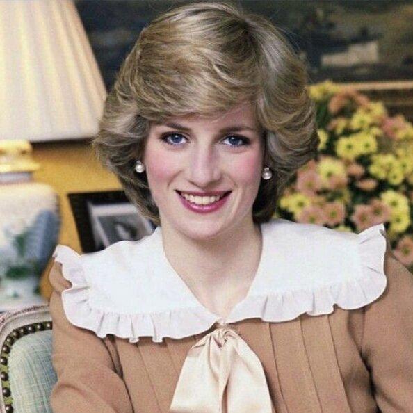 Princess-Diana-big-collar.jpg