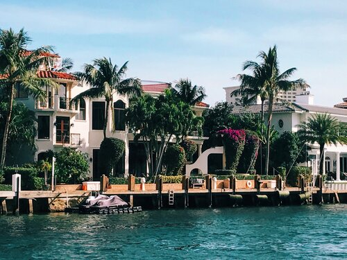 expensive-homes-along-the-intracoastal-waterway-KH83HFY.jpg