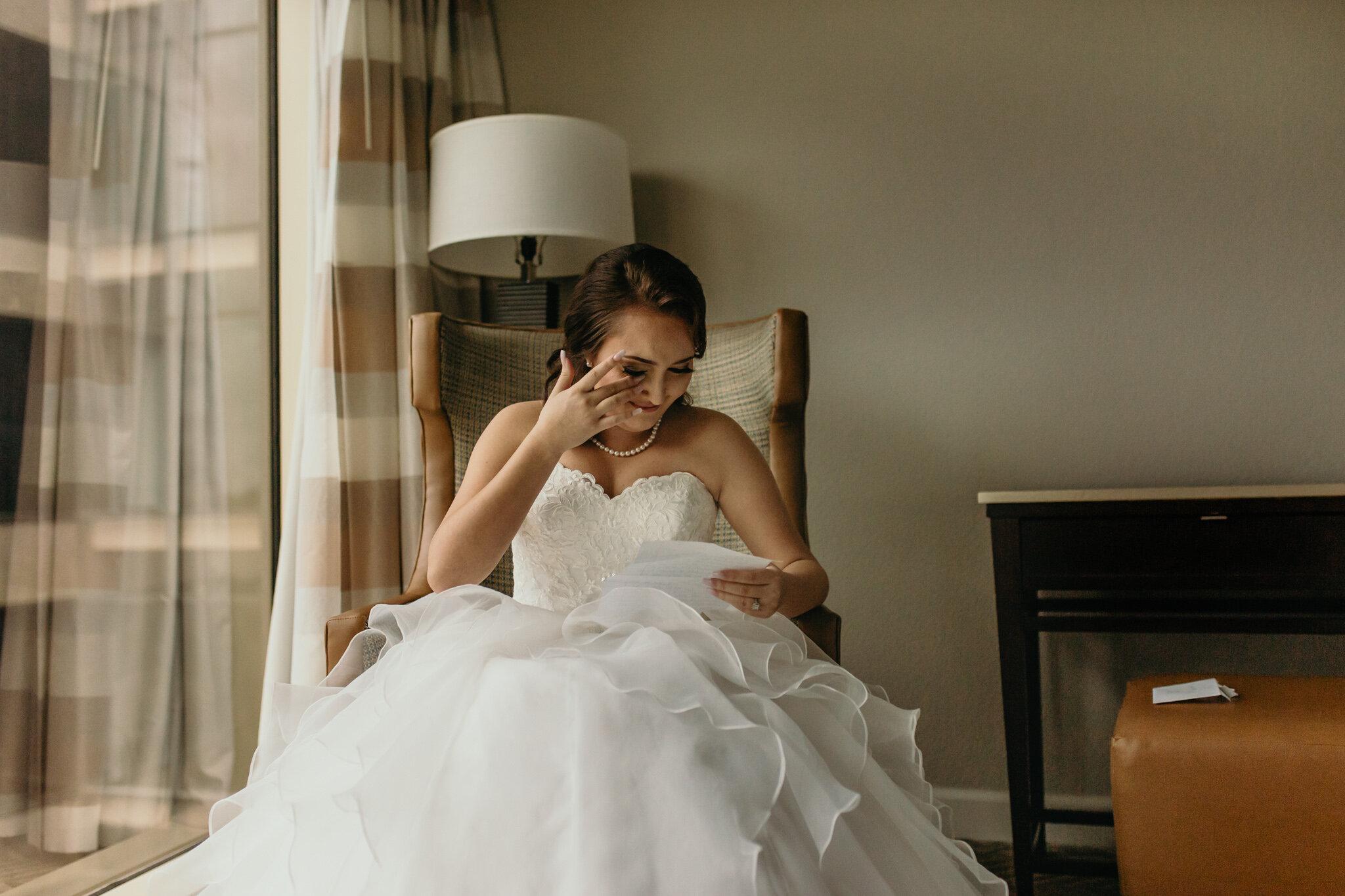 Tampa-hilton-getting-ready-wedding-heyitsthelopezesphotography-3