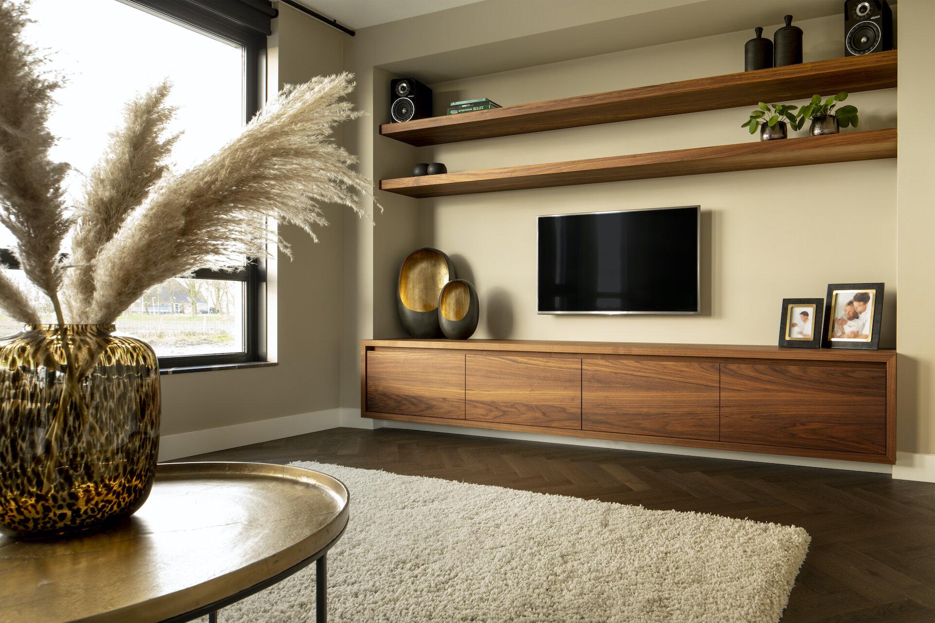 Massief Noten Tv Meubel.Studio Brass Voorbeelden Van Op Maat Gemaakte Keukens Van Hout