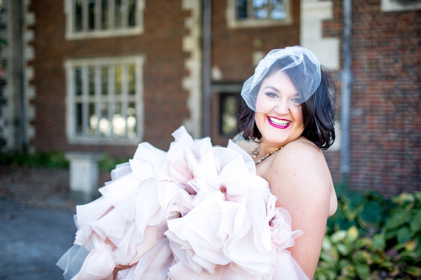 bride at salisbury house wedding des moines
