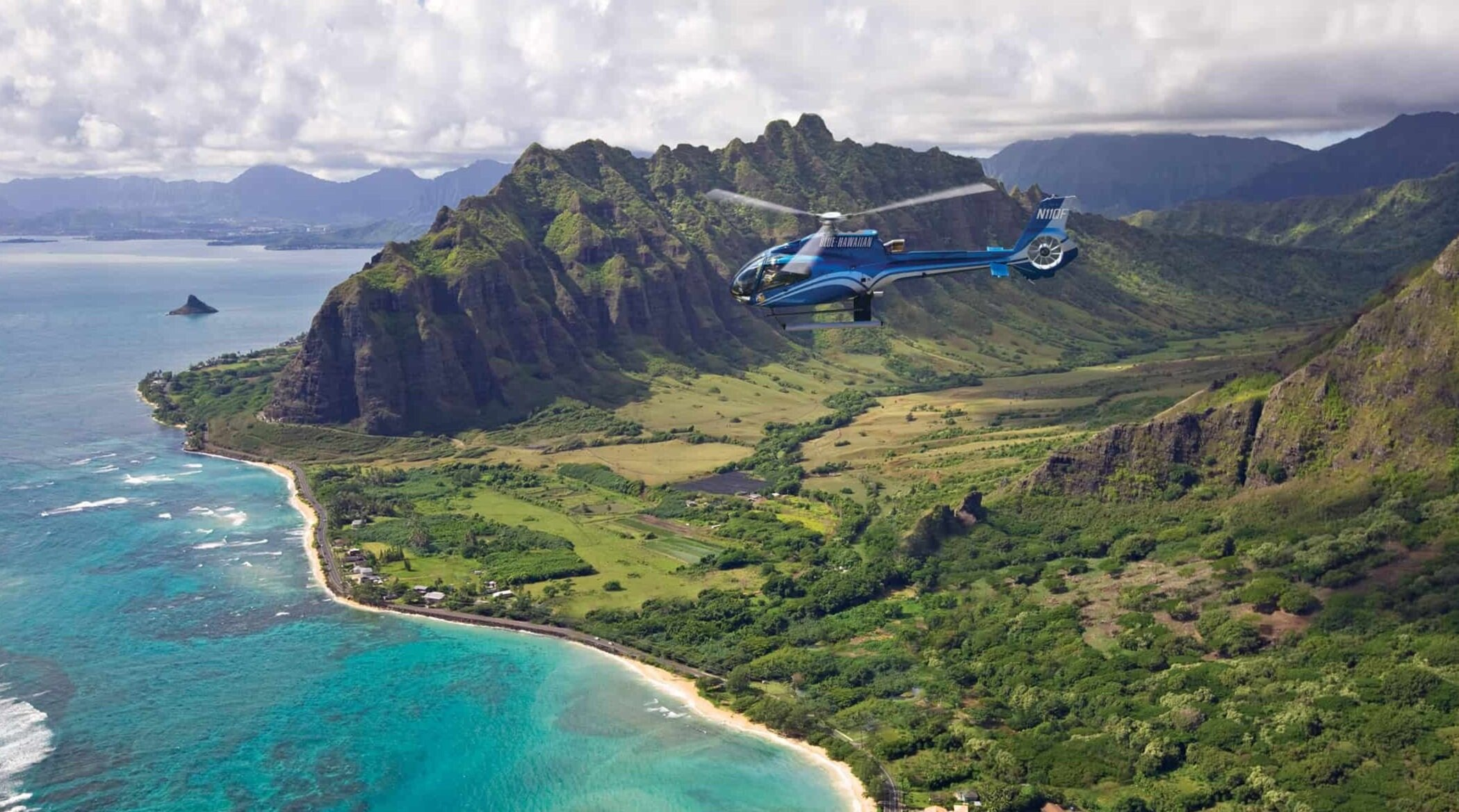 Oahu+Hawaii+Elopement-helicopter-tour
