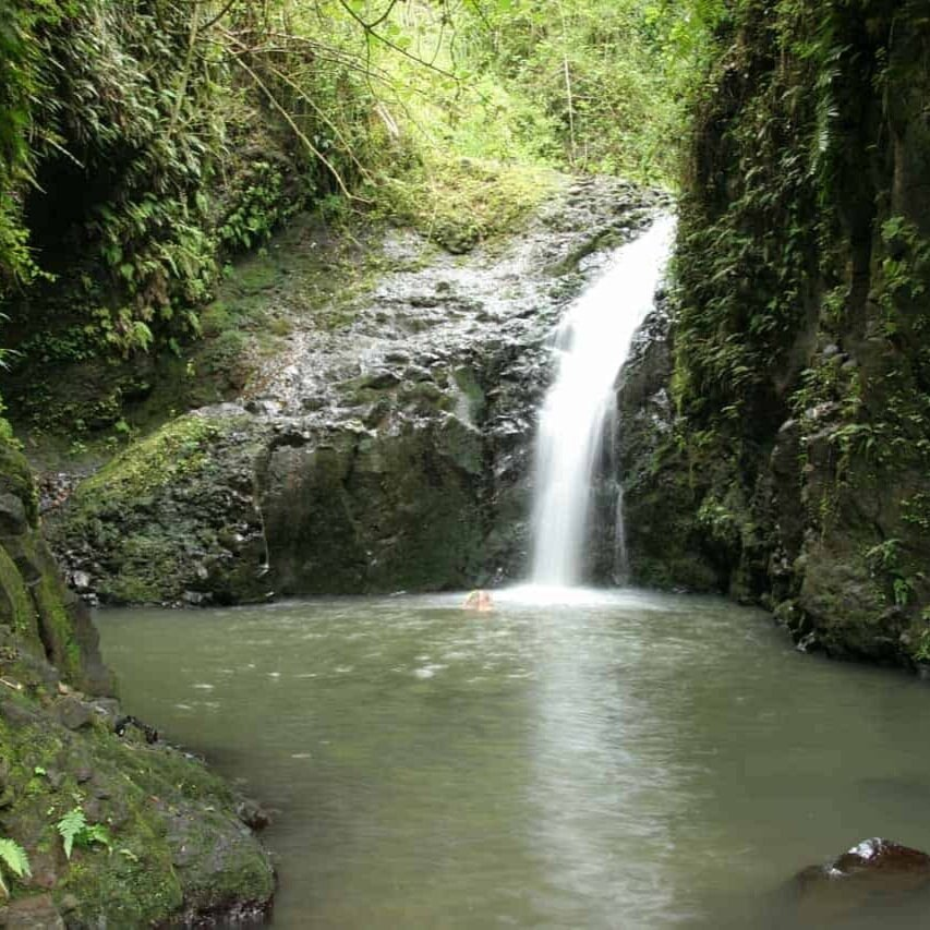 Oahu+Hawaii+Elopement+Hike+maunawili+falls