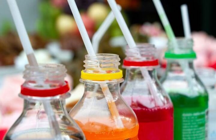 Sodas and fruit juices often contain artificial colors and flavorings that can have negative impacts on our health if consumed on a regular basis.