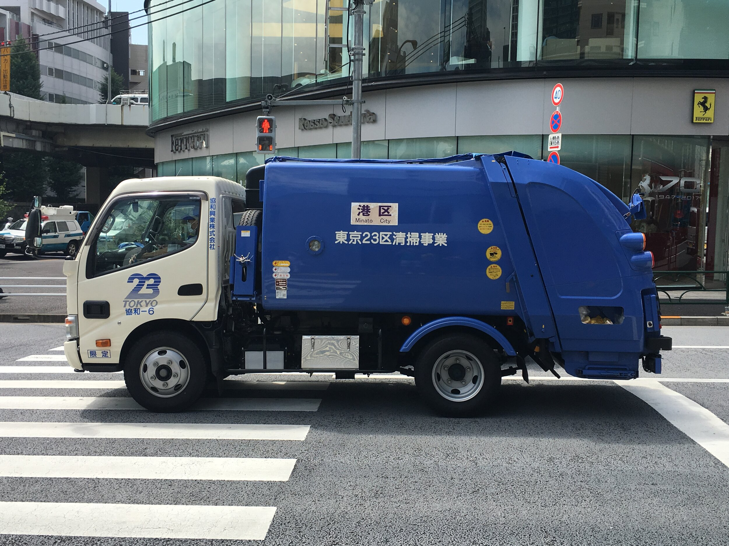 Camion de basura en Tokio