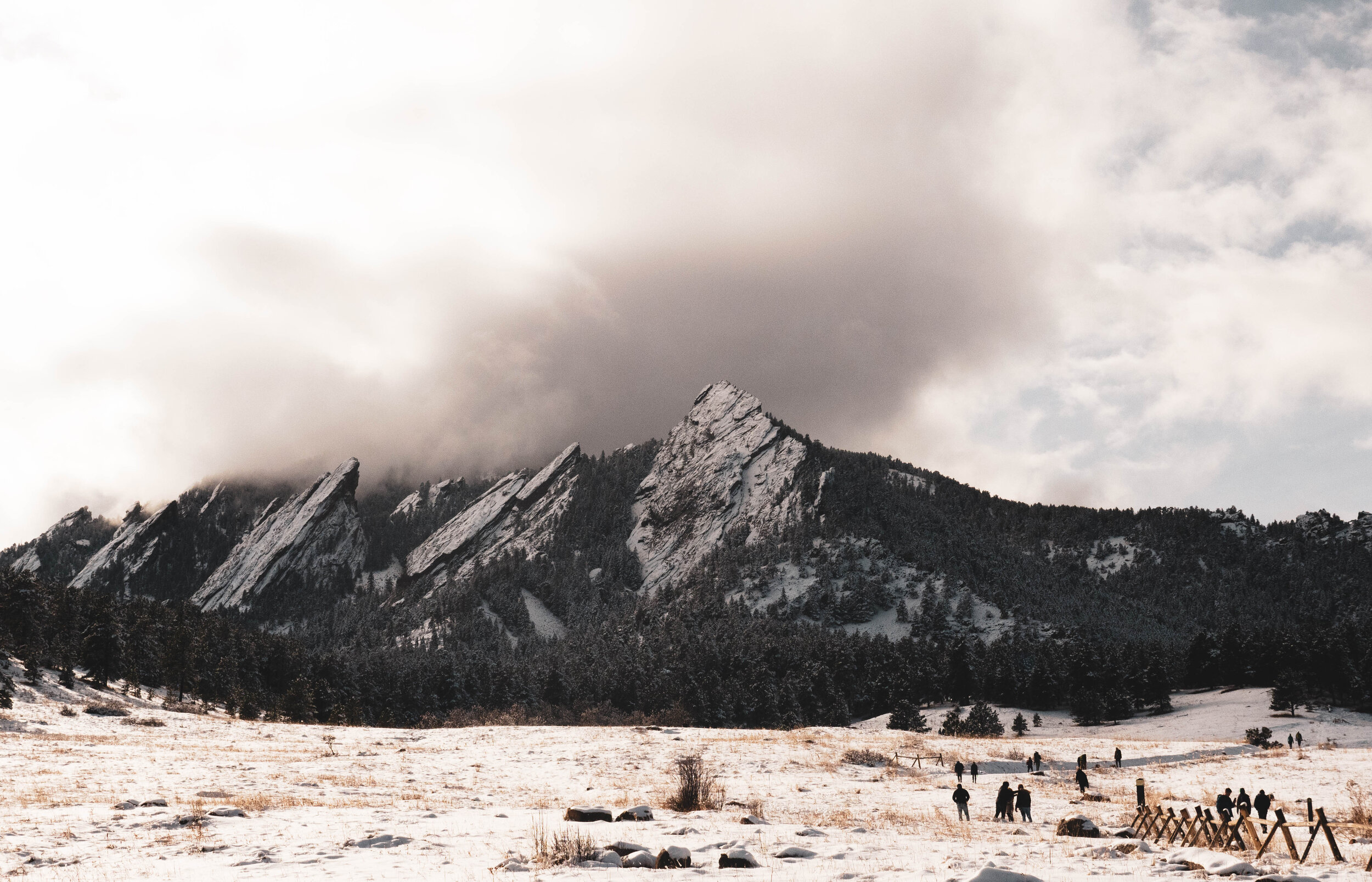 Photo of the  Flatirons in Boulder  by  John Cartagena  from Unsplash