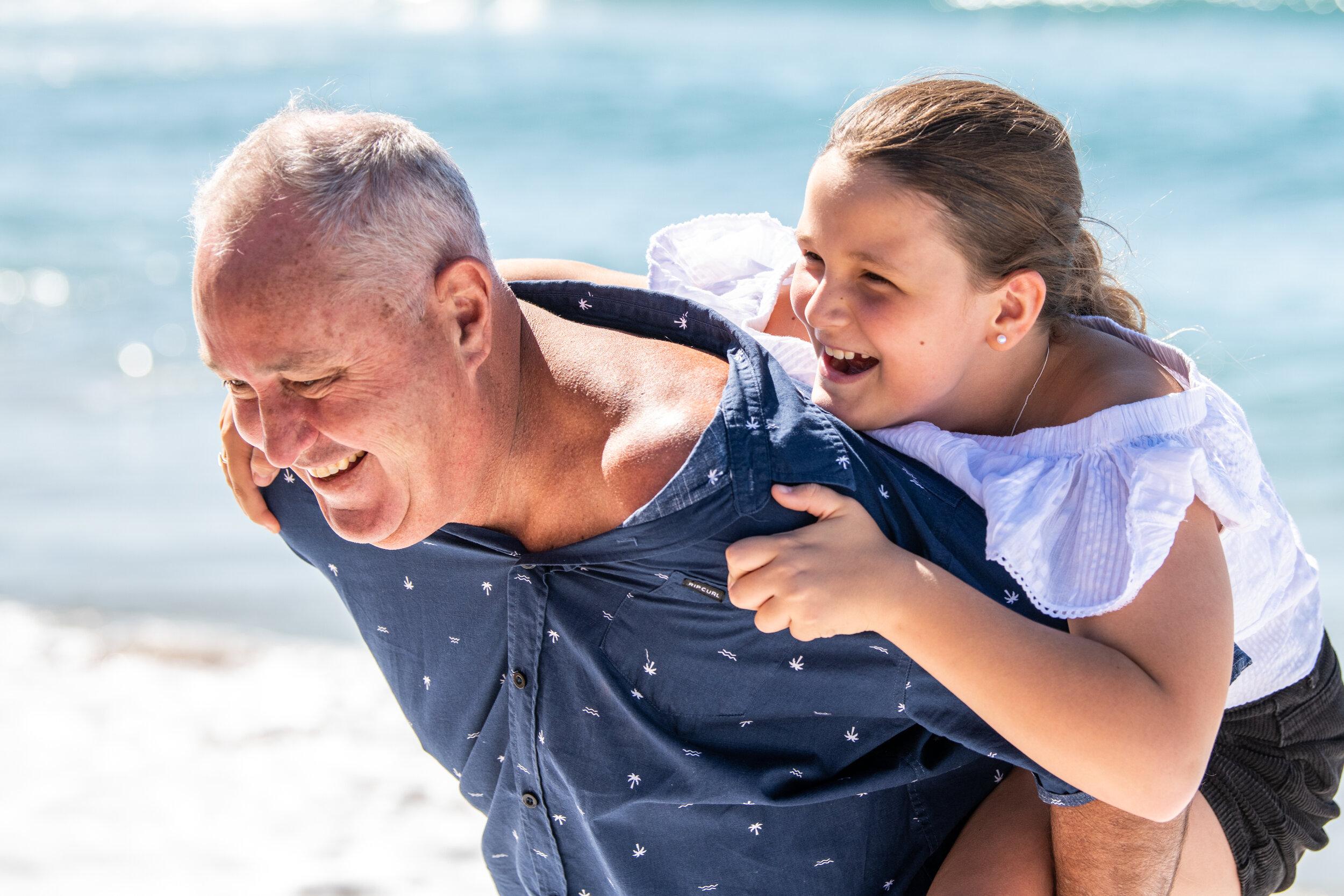 我们热情地支持我们称为朋友的当地人——我们的诊所是萨瑟兰郡的一部分,我们的团队是你们社区的一部分。这就是为什么我们对我们的工作方式和我们所帮助的人如此热情。我们希望你能听到我们美丽海滩的海浪声,听到你家人和朋友的声音。从采用和测试最新的听力技术到我们的亲力亲为和友好的咨询,我们很荣幸能为夏尔为听力受损的人提供优质的服务。因为当你受益时,我们都会受益。