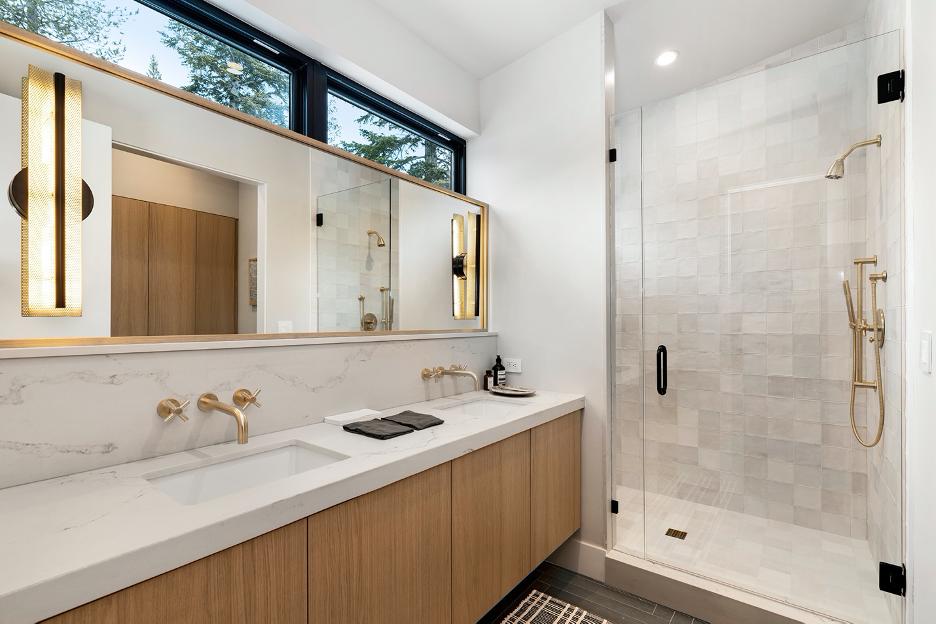masterBedroom-bath-traverse.png