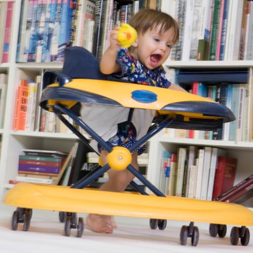 Lorsqu'un enfant se met à marcher, il développe un nouveau rapport aux objets : intentionnel et instrumental.