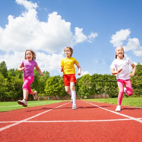 L'exercice physique a un impact majeur sur la concentration et est associé à de meilleurs résultats scolaires.