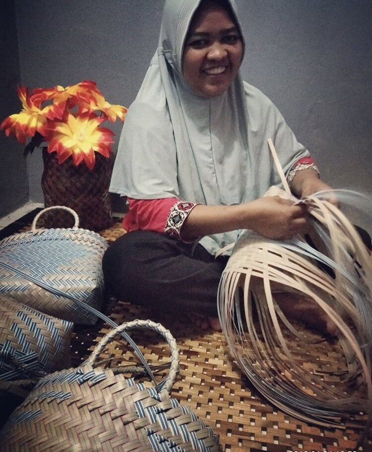 Mba Wiwet weaving The Handmade Romantic's Auntie Chic-style bags to financially support her family