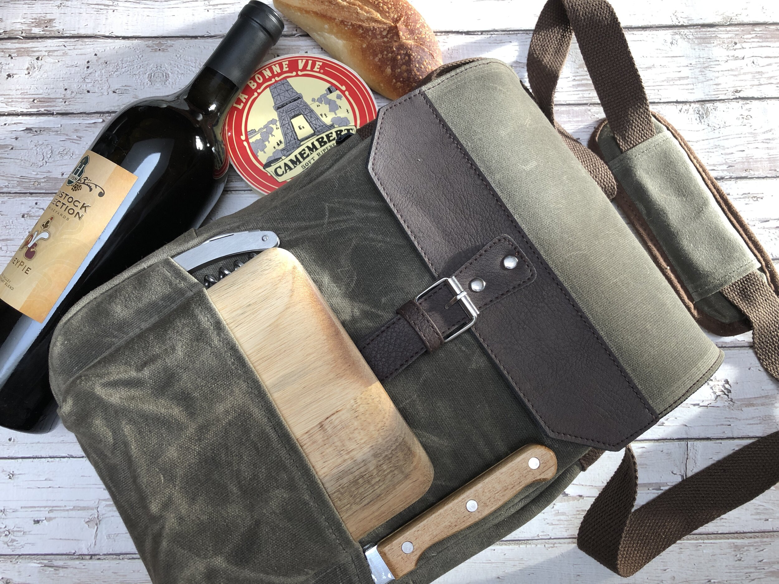 Cooler bag, one of the Best Gifts for Foodies.