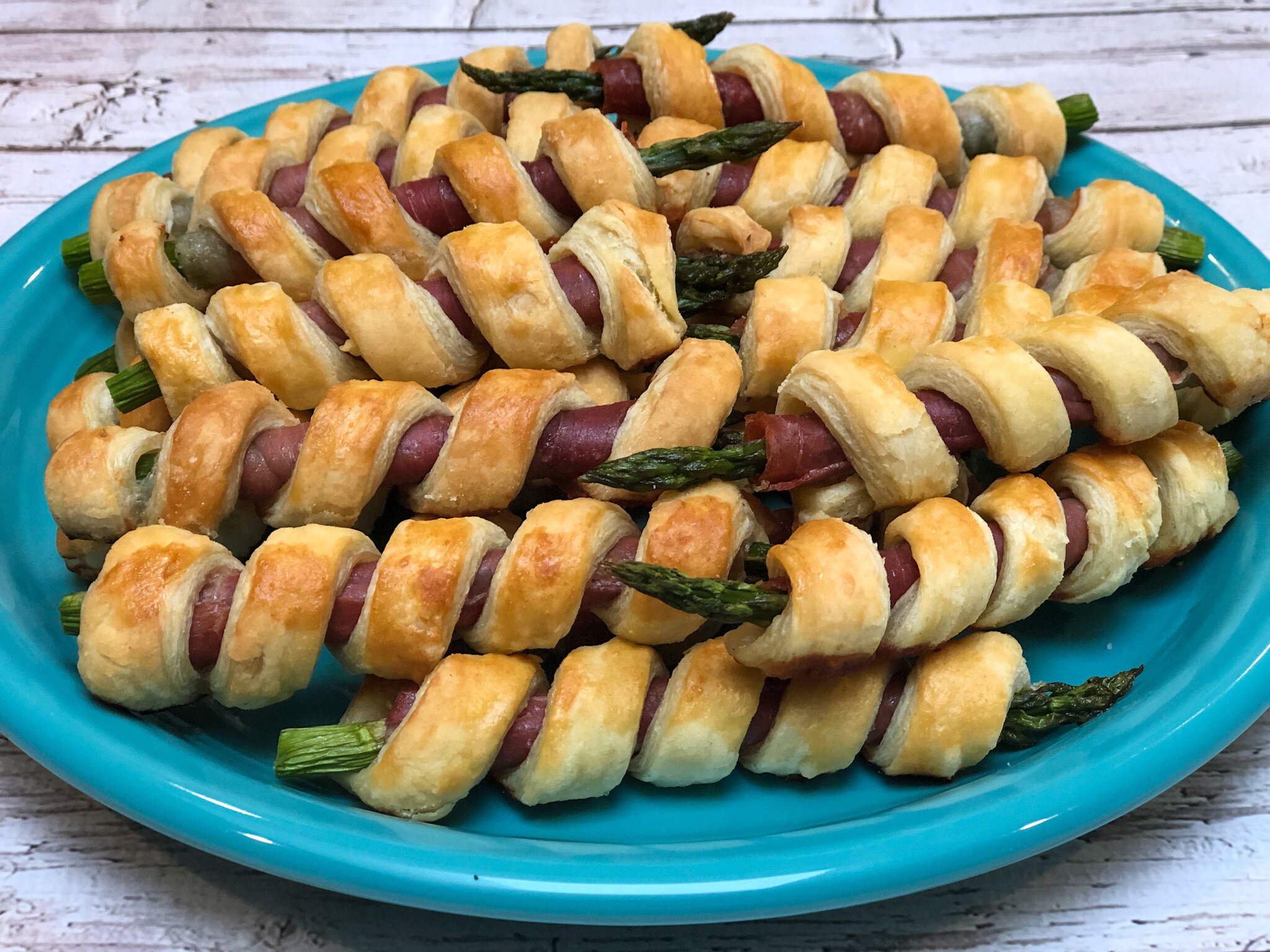 Super easy appetizers, puff pastry prosciutto asparagus.