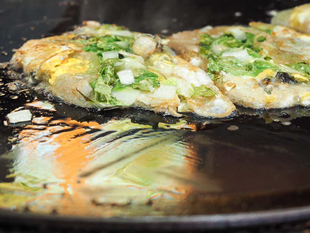 Oyster Omelets cooking, a very popular seafood street food in Taipei