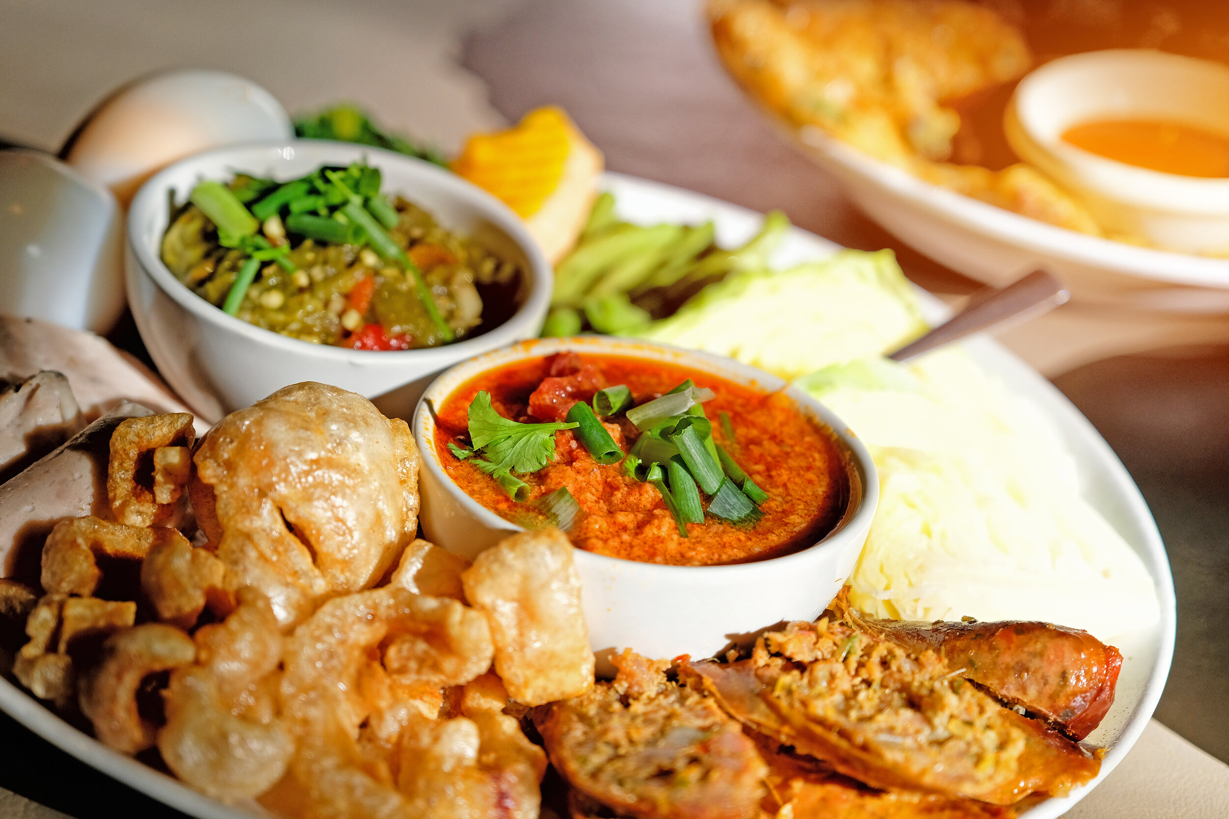 Sai Oua with red and green chili dip at Chiang Mai restaurant