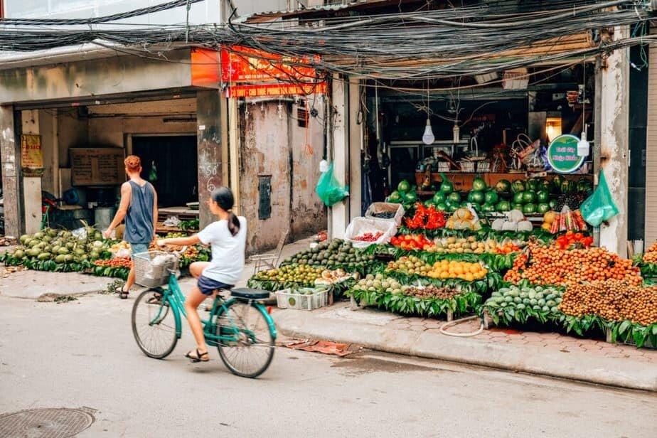 Hanoi markets selling fresh produce.