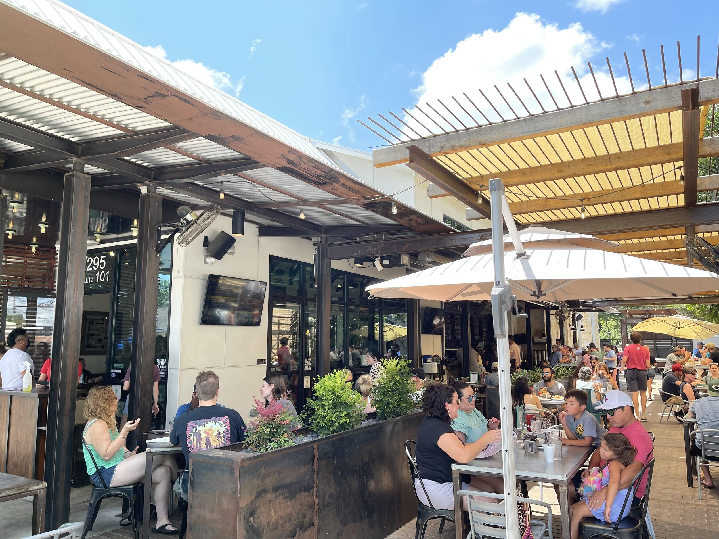 Busy New Braunfels restaurant and outdoor bar in back