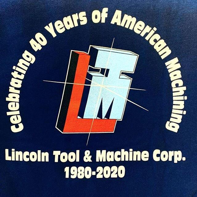 *40年的业务*今天正式标志着林肯工具公司40年的业务;机器。林肯工具公司由詹姆斯·费雷奇亚(James Ferrecchia)于1980年创建cf手游竞猜欧洲杯冠军活动网址,始建于马萨诸塞州马尔伯勒市一座6500平方英尺的建筑内。快进40年,Lincoln Tool现在在马萨诸塞州哈德逊市的30000平方英尺范围内运营,雇佣了30名全职员工。即使在我们都面临的困难时期,我们仍能继续繁荣和发展。如果没有所有员工的辛勤工作和奉献精神,我们就不会有今天的成就!在收到来自医疗器械行业客户的多封信函后,Lincoln Tool被视为对抗新冠病毒-19的关键供应链的一部分,并将继续全员营业。我们正在采取一切预防措施来保证员工的安全,每天都有一个清洁人员在这里,并练习社交距离。我们目前对任何暂时不是员工的人关闭大门。我们希望每个人在这段时间里都保持健康和安全