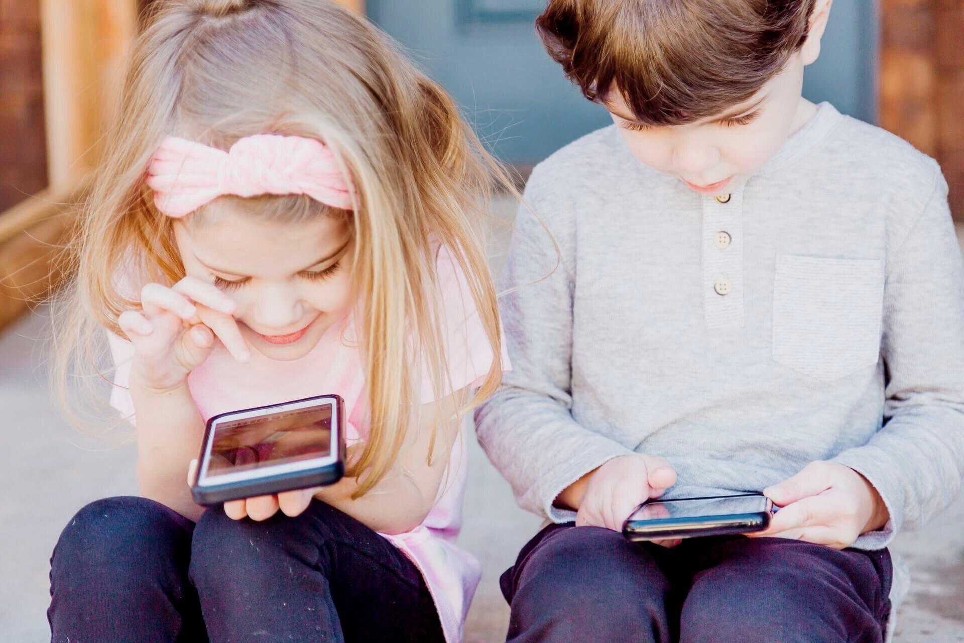 minimalray-minimalist-digital-minimalism-kids-phone-addiction.jpg