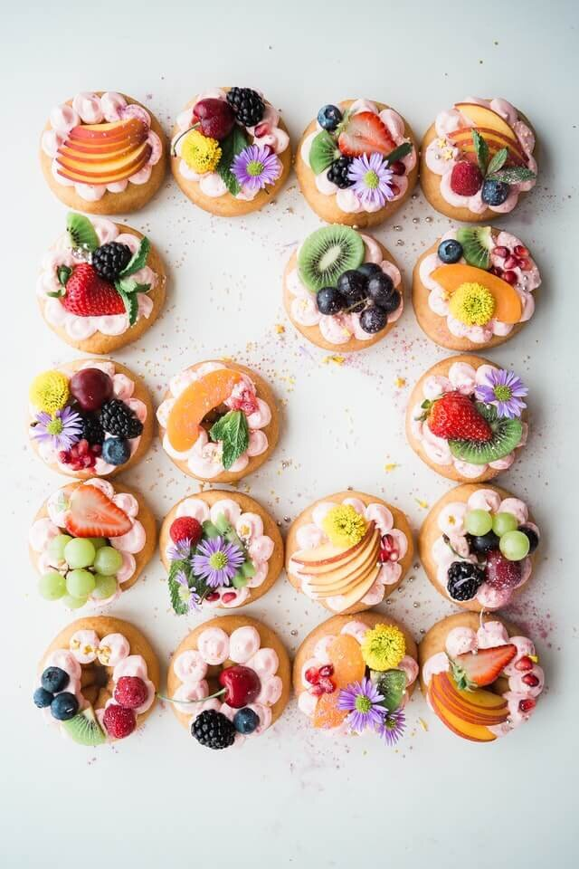 minimalray-minimalism-non-materialistic-gifts-baked-goods.jpg