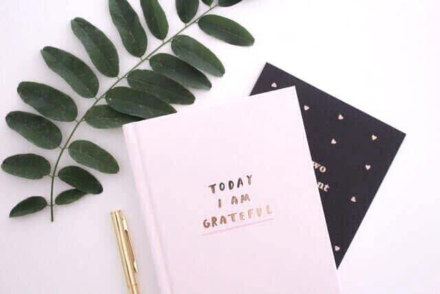 minimalray-habits-to-improve-your-life-be-grateful.jpg