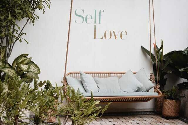 minimalray-habits-to-improve-your-life-love-yourself.jpg