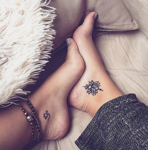 tatuaje flor de loto tobillo mandala