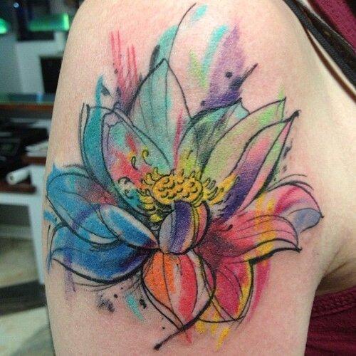 tatuaje flor de loto acuarela colores