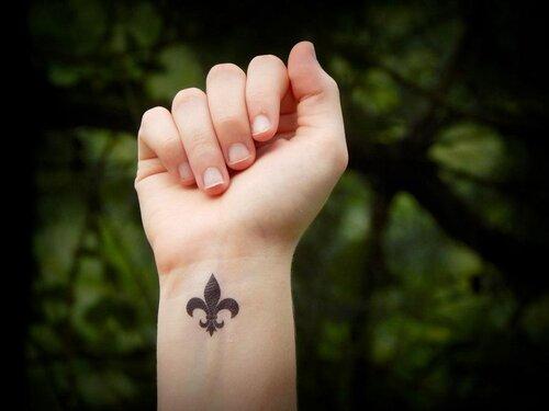 fotos de tatuajes de flor de lis