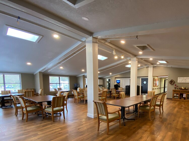 An image of one of Springfield Assisted Living's common rooms.