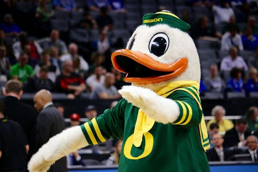 The_Oregon_Duck_at_a_basketball_game_in_2017.jpg