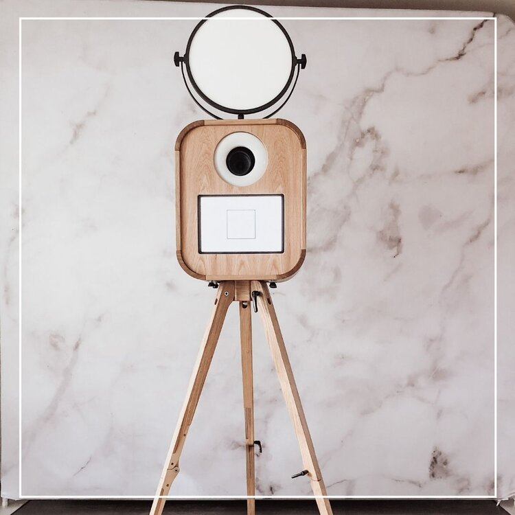 How to choose a provider for your wedding photo booth rental