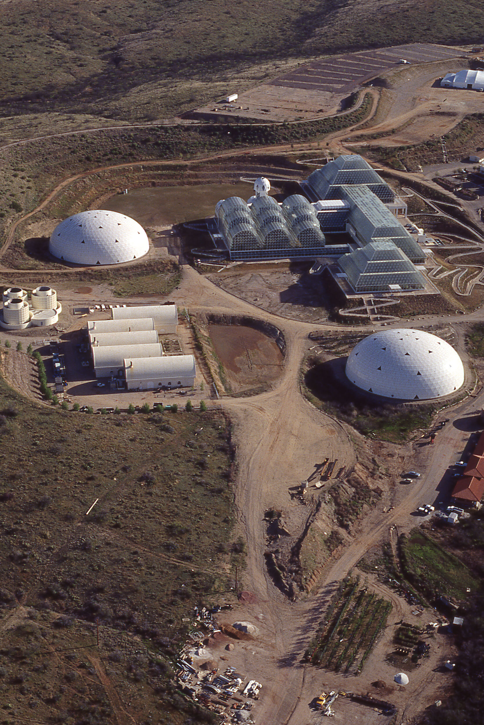 Aerial view of the construction of theBiosphere 2