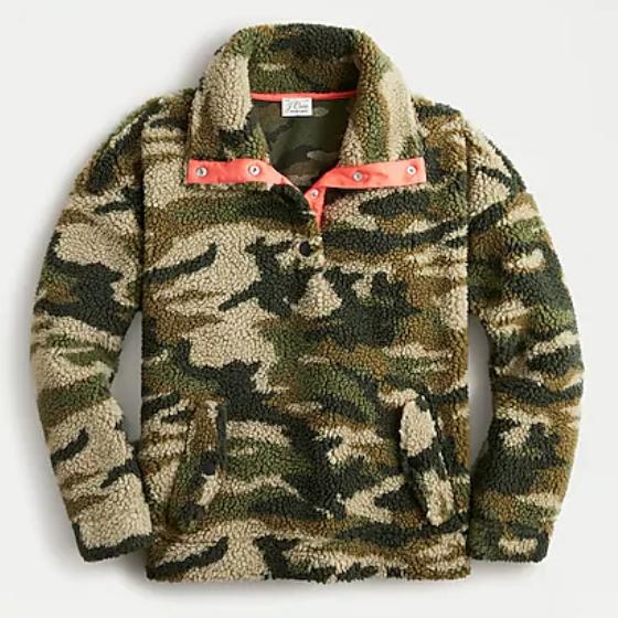 Snap-collar-sherpa-fleece-sweatshirt-in-camo
