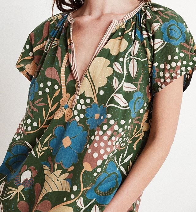Love this new floral summer top by @velvettees! 🍃🌿🌞