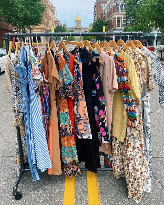 Goooood morning from DSM! 🌞 We have some lovely dresses and skirts on this rack and all are the last ones! Reach out for size and details ✨
