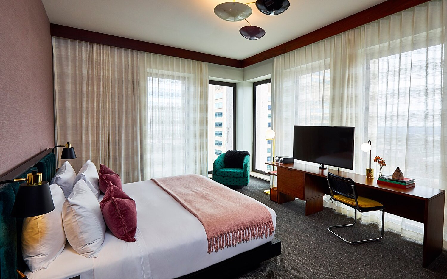 Rooms Suites Hotels In Downtown Nashville Tn Official Website Fairlane Hotel