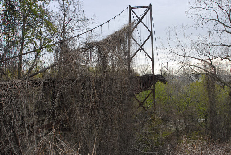 The Sidaway bridge in Slavic Village today.