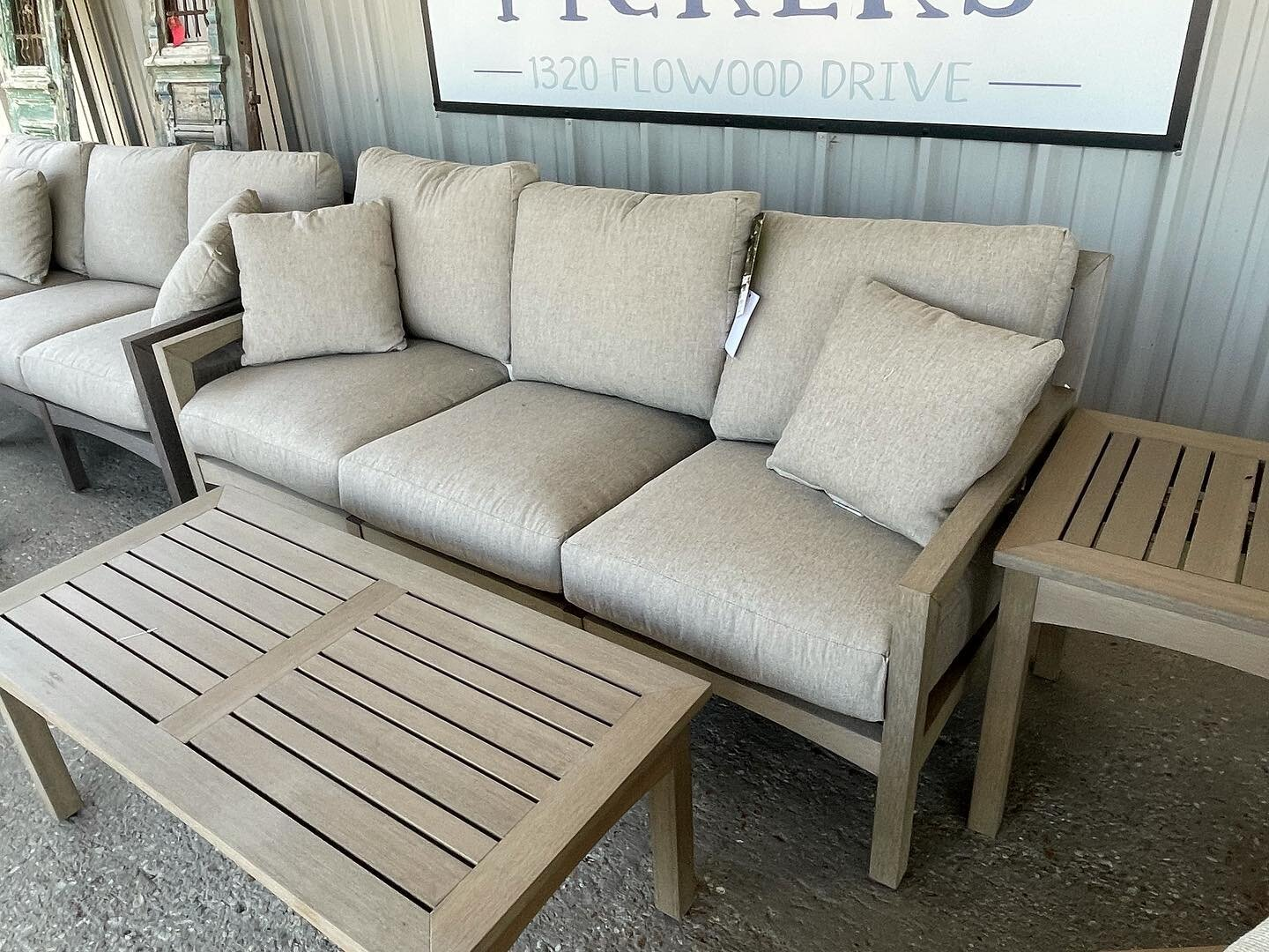 Outdoor sofas and coffee tables  #rossfurniture #itsallatross #supportsmallbusiness #interiordesign #beautifulinteriors #mississippi #mississippihouse