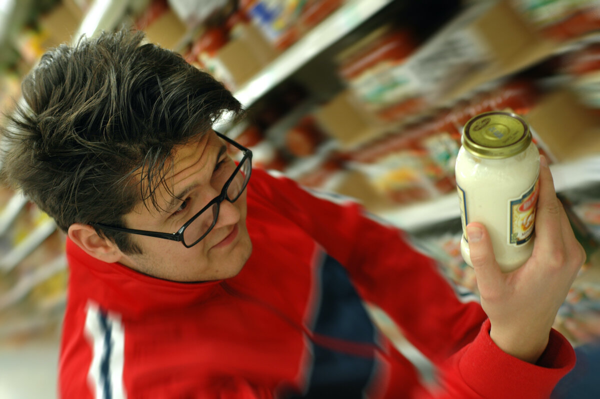 picker looking at item.jpg