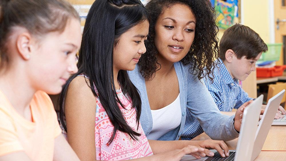 非洲裔美国人 - 教师 - 偏见 - 逃生.jpg