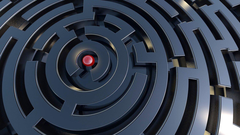 labyrinth-2037902_1920.jpg