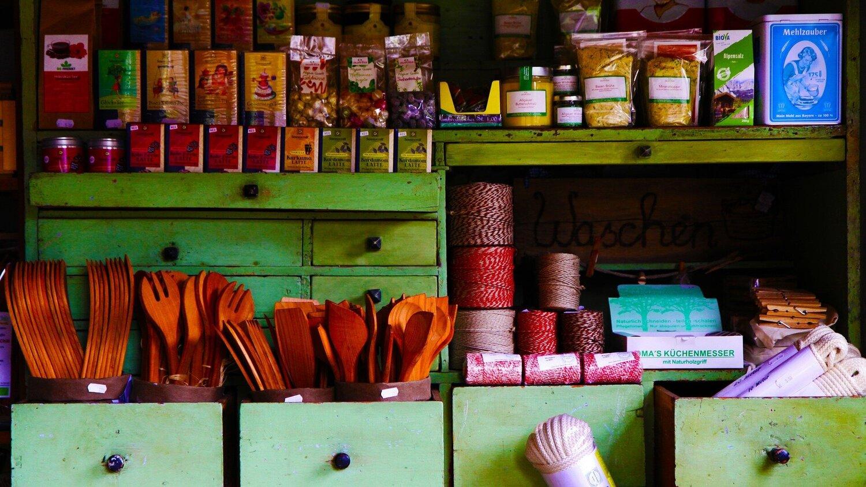 village-shop-4487285_1920.jpg