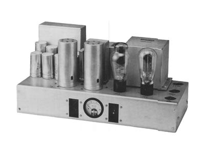 De 91A-versterker, gebruikt in vroege theatergeluidsversterkingskits.