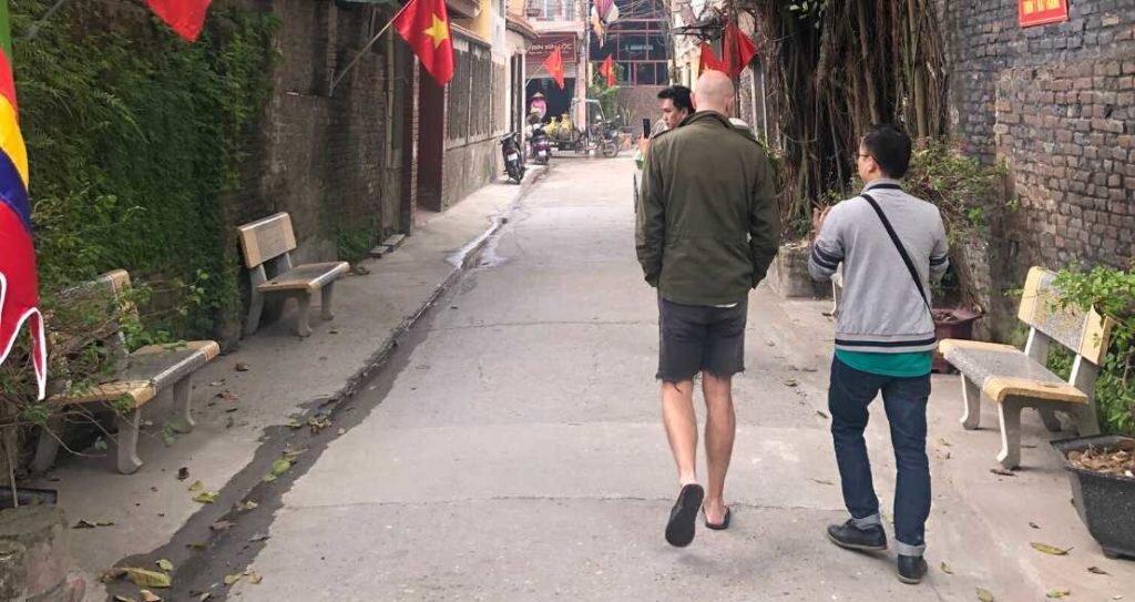 Things to do in Hanoi - ceramic village tour - Bat Trang - Son Dao