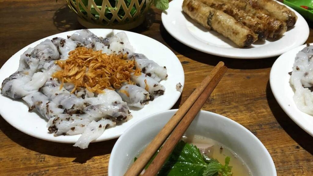 What to eat in Vietnam - Banh cuon